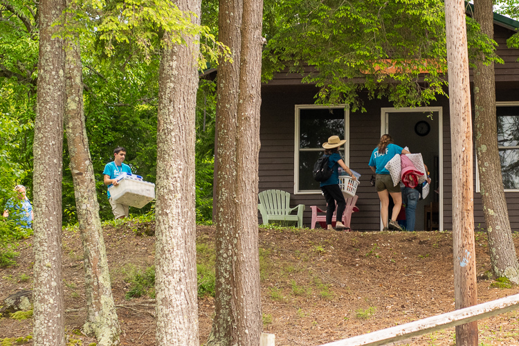 Wildwood staff helping a family move into Darwin, their lakefront cabin for the week