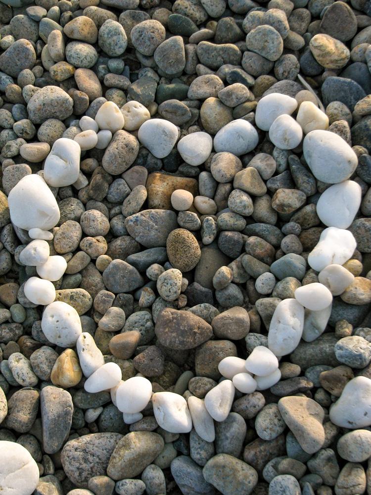 Beach Rock Heart © Marianne Woods